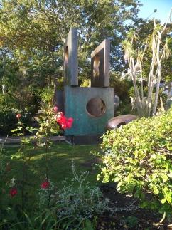 barbara-hepworth-garden-sculpture