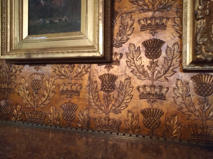 russell-cotes-gallery-embossed-wallpaper